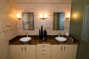 bathroom-1-1092822-m.jpg